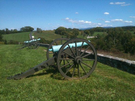 Antietam National Battlefield: Cannon on battlefield