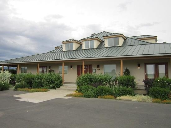 Walla Faces Inns at the Vineyard: front of Faces and garden suites