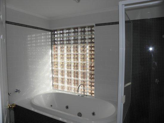 Hunter Valley Resort: Our Bathroom