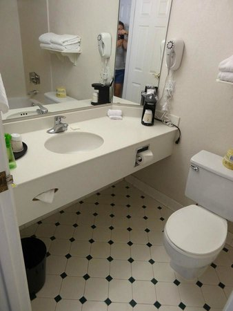 La Quinta Inn & Suites Seattle Sea-Tac Airport: Bathroom