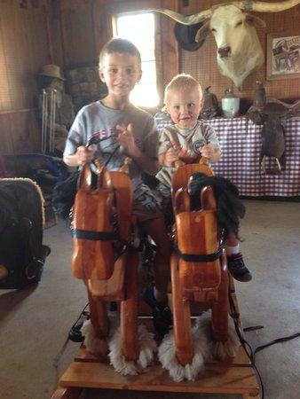Canyon Creek Horseback Riding Stables : .