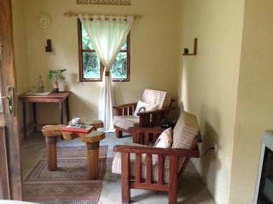 Sanctuary Gorilla Forest Camp: Massage waiting area
