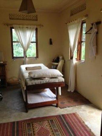 Sanctuary Gorilla Forest Camp: Massage room