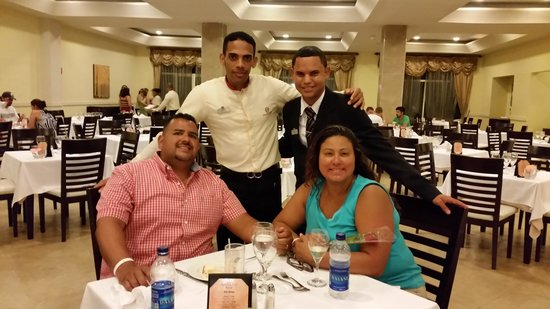 Majestic Elegance Punta Cana : the best servers at Flavors Richy Perez and Melly Ogando