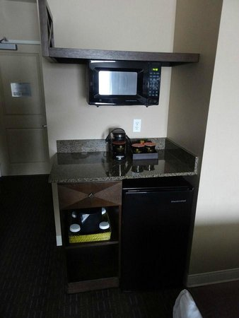 Oxford Suites Silverdale : Having a fridge and microwave is KEY when traveling with kids.