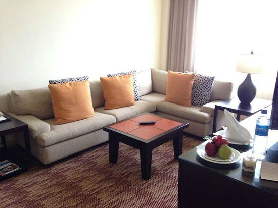 Real InterContinental San Salvador at Metrocentro Mall: Suite - livingroom