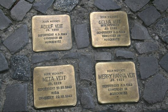 The Berlin Experts- Walking Tours: Plaques remembering the victims of nazism placed in front of where they lived