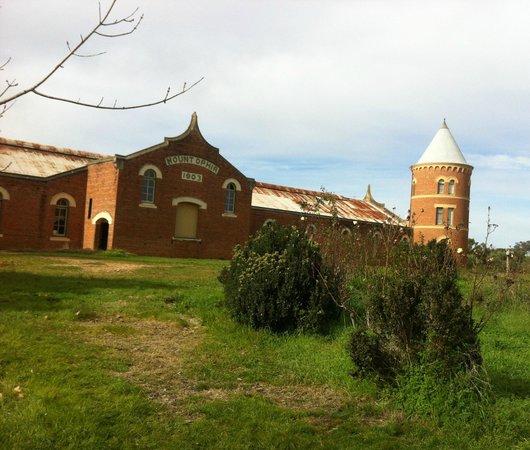 Mount Ophir Estate: The original buildings/tower - Cellar door