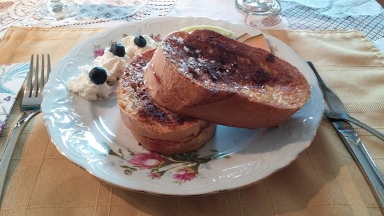 Heartwood Inn and Spa: Zeke's Stuffed French Toast