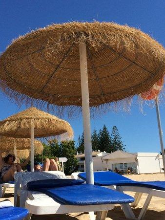 Praia da Luz: зонтик