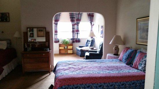 School House Inn Bed & Breakfast : History Room, had Queen Bed with a Twin bed, sitting area and private bath