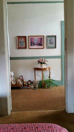 School House Inn Bed & Breakfast : Hall decorations