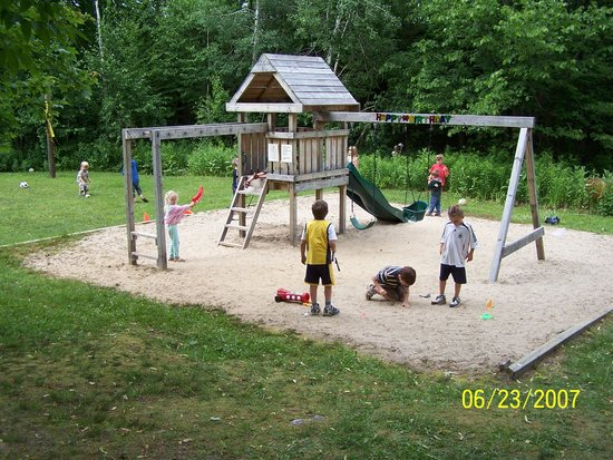 Mactier, Canada: Kids will love this playground.