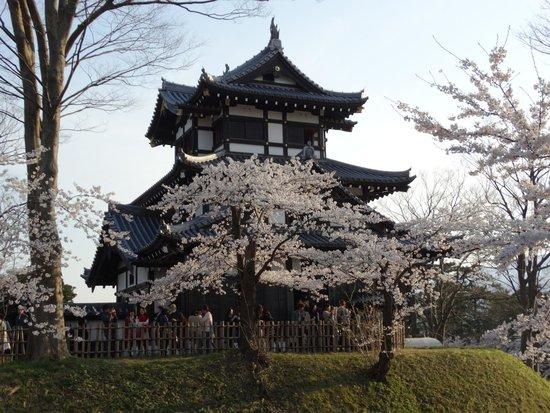 Takada Park: 高田城址の復元された櫓