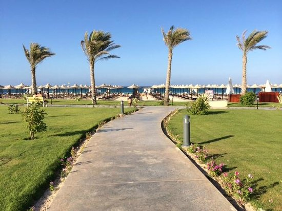 Jaz Oriental Resort: viale per la spiaggia