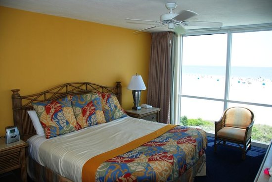 GullWing Beach Resort: Master bedroom