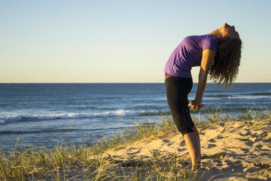Yoga Circle : beach yawn