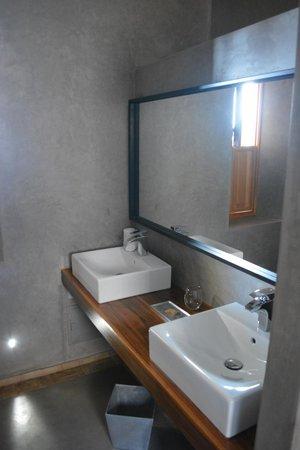 Riad Houma : salle de bain de la chambre