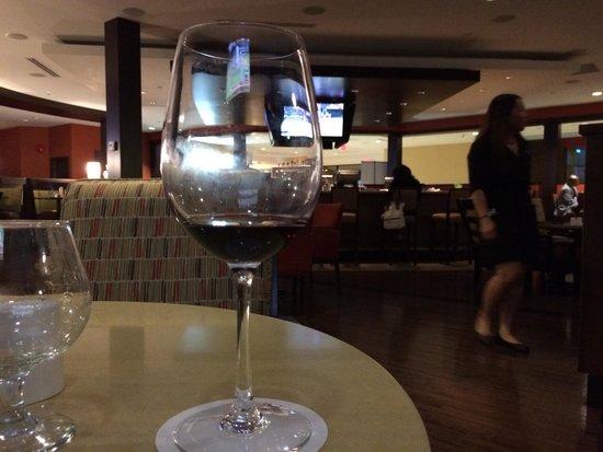 Harold's Bistro & Bar : Wine time
