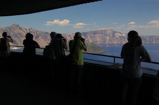 Crater Lake Lodge: Views from Sinnott Memorial along Rim pathway