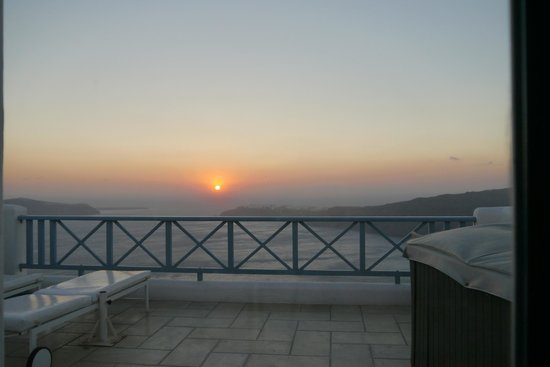 Absolute Bliss Imerovigli Suites: AMAZING SUNSETS EVERYDAY