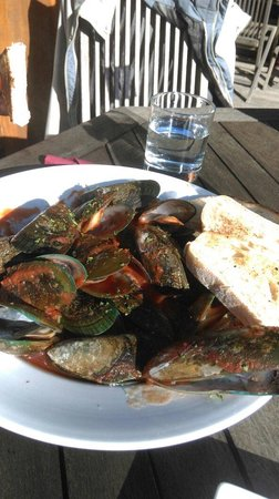 The Penguin Cafe & Bar Pohara: The Greenlip Mussels with Italian tomatoes sauce