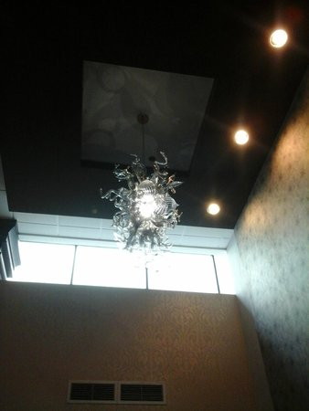 Crowne Plaza Phoenix Airport: Hand-blown lighting - amazing!