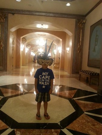 Royal Sonesta New Orleans: hallway downstairs
