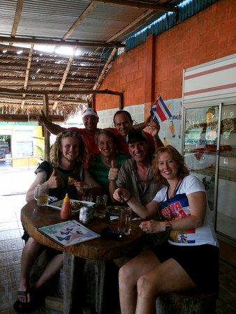 Restaurante Delicias Bahia Drake : Disfrutando del futbol