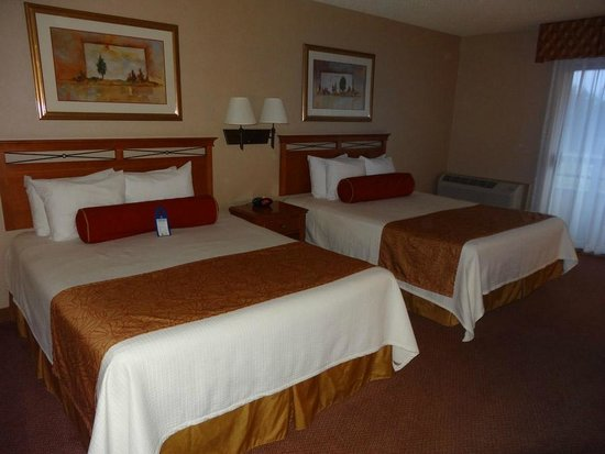 BEST WESTERN PLUS Harbor Plaza and Conference Center: Two Queen Room.