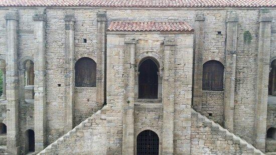 Santa María del Naranco: Fachada principal.