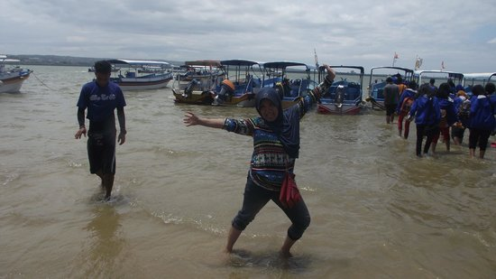 Turtle Island: My WIfe in action, just arrived at Pulau Penyu