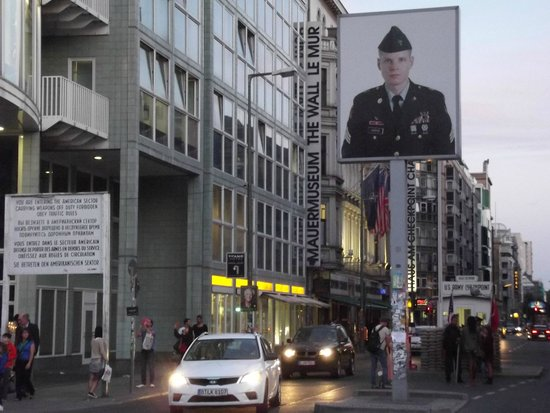 Mauermuseum - Museum Haus am Checkpoint Charlie: Il Check Point
