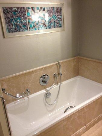 Hilton Bursa Convention Center & Spa: Bathroom - room 605