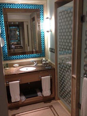 Hilton Bursa Convention Center & Spa: Nice decoration - room 605