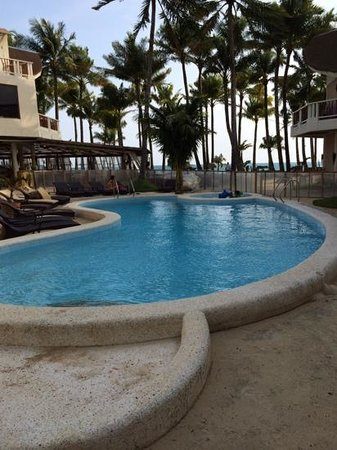 Ambassador in Paradise Resort : the hotel pool and restaurant