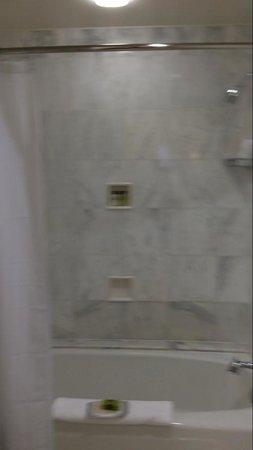 Willard InterContinental Washington: Executive Suite - bathroom