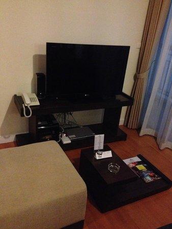Amanta Ratchada Serviced Apartment Bangkok Hotel: SONY TV with DVD player