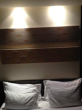 Amanta Ratchada Serviced Apartment Bangkok Hotel: bed