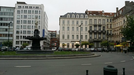 Sandton Hotel Pillows Brussels : The white building in the centre with a shiny name board