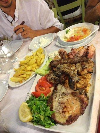 Taverna Vassilis: Mixed Grill for 2 - plateau pour 2 de viandes