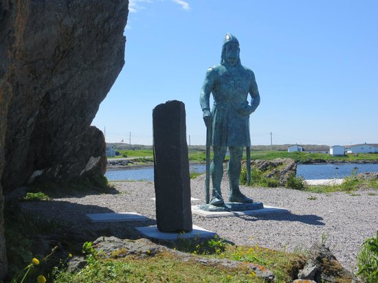 L'Anse aux Meadows, Kanada: Monument to Leif Erickson-Viking explorer