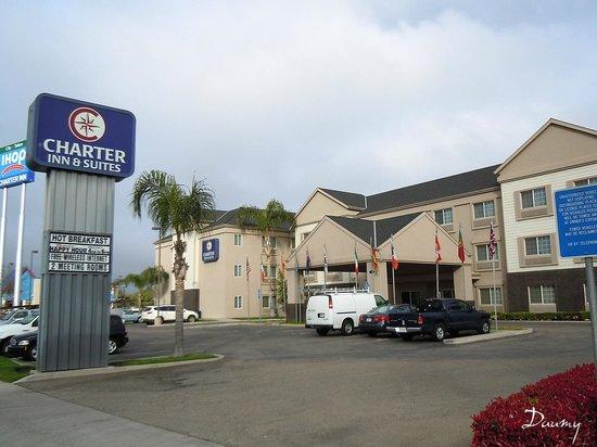 Charter Inn & Suites : vue de l'hôtel