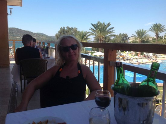 Isil Club Bodrum : Terrasse pour manger