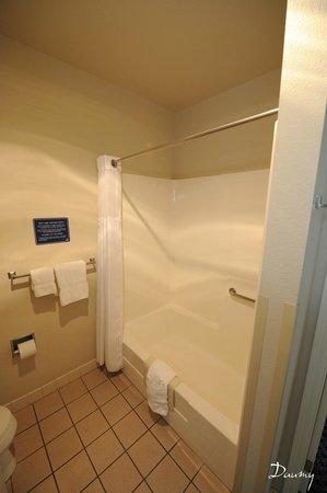 Charter Inn & Suites : salle de bains