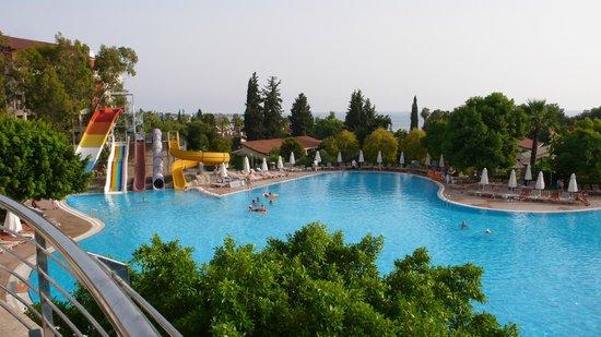 Horus Paradise Luxury Resort: Второй бассейн вид с ресторана