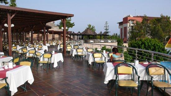 Horus Paradise Luxury Resort: зал ресторана