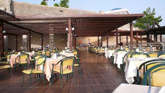 Horus Paradise Luxury Resort: один из залов ресторана