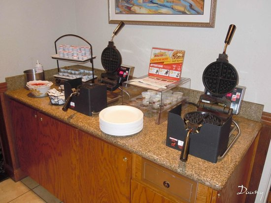 Charter Inn & Suites: petit dejeuner