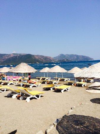 Candan Club Hotel: Beach is 10 minutes walk down the road